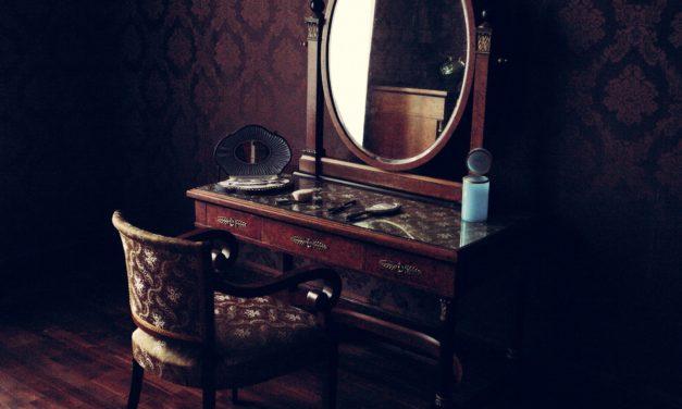 Ô miroir, dis moi ton histoire!